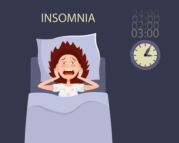 눈을 뜨고 침대에서 여자가 불면증 장애 증상으로 고통받습니다.