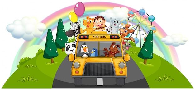 Желтый автобус-зоопарк на дороге
