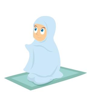 Молодая мусульманская девушка молится