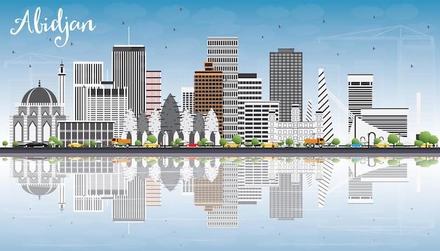 灰色の建物、青い空と反射のあるアビジャンのスカイライン。ベクトルイラスト。近代建築とビジネス旅行と観光の概念。プレゼンテーションバナープラカードとwebサイトの画像。
