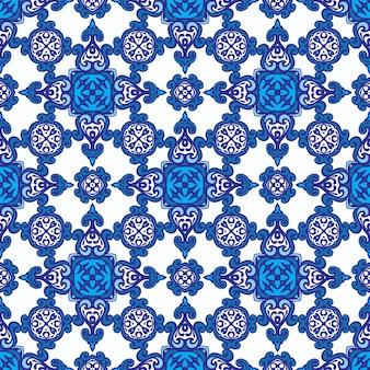 추상 파란색과 흰색 다 마스크 꽃 타일 원활한 장식 패턴. 패브릭 및 월페이퍼, 세라믹 타일, 배경 및 페이지 채우기를위한 우아한 지중해 텍스처.