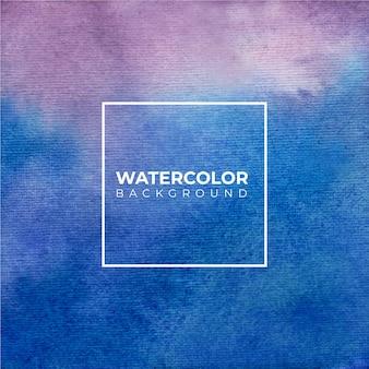 白い背景の上の抽象的なブルーパープル水彩画。紙の上にはねかける色。