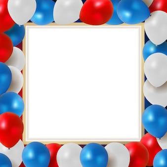 赤、青、白の風船と休日の背景の抽象的なグリーティングカード
