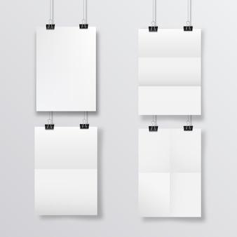 접힌 종이 매달려 추상 포스터 디자인입니다. 교수형 a4 용지 포스터 모형. 4장의 종이가 창의 오버레이 그림자와 함께 벽 배경에 매달려 있습니다.