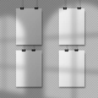 교수형 종이와 추상 포스터 디자인입니다. 교수형 a4 용지 포스터 모형. 4장의 종이가 창의 오버레이 그림자와 함께 벽 배경에 매달려 있습니다.