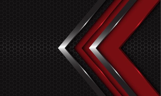 ダークグレーの六角形メッシュのモダンで豪華な背景に抽象的な赤銀の矢印の方向が重なっています