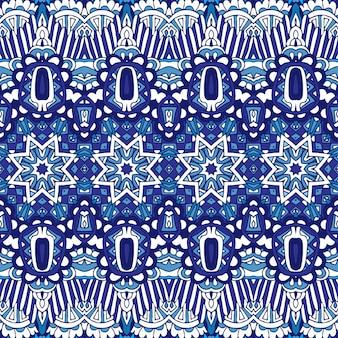 青と白から抽象的なシームレス パッチワーク パターン