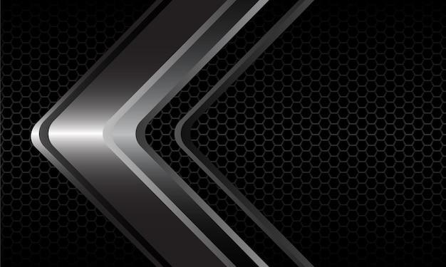 어두운 회색 금속 육각형 메쉬의 추상 은색 화살표 방향은 현대적인 고급 미래형입니다.