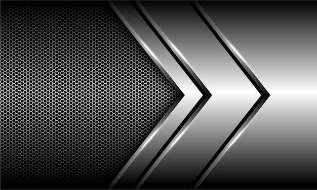 Абстрактное серебряное перекрытие направления стрелки на предпосылке сетки шестиугольника. Premium векторы