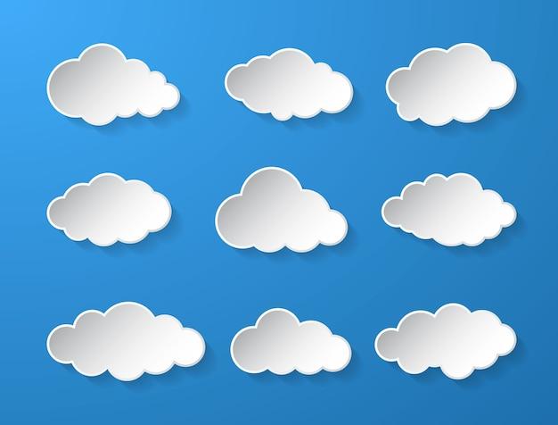 Абстрактный белый облачный набор, изолированные на синем фоне