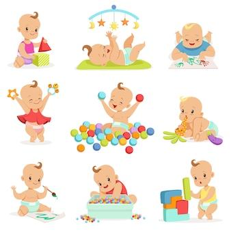 Очаровательные девчушки-девчонки из мультфильма играют со своими игрушками и игрушками
