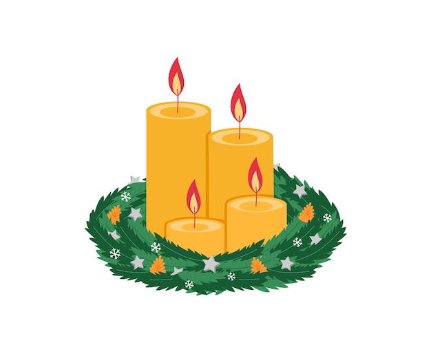 Рождественский венок с четырьмя горящими желтыми свечами и декором