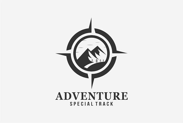 산과 나침반 요소가 있는 모험 상징 로고 디자인.