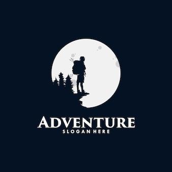 アドベンチャーハイキングのロゴデザイン Premiumベクター