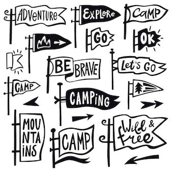 冒険ハイキングのペナント。手描きキャンプペナントフラグ、ヴィンテージレタリングフラグ、観光引用ペナントイラストアイコンセット。ハイキングやペナントの屋外旅行、エンブレムを探索