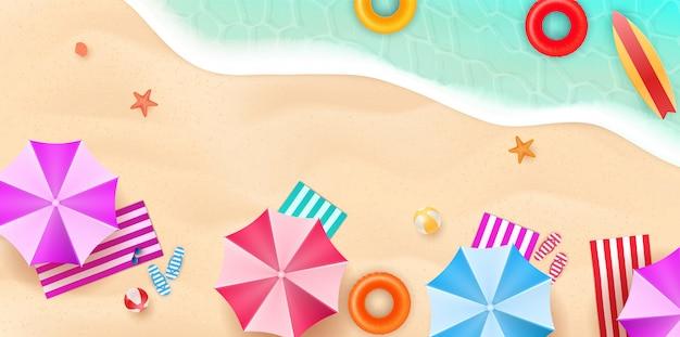 フラットなデザインスタイルの夏のビーチの空撮。スリッパとタオル、ヒトデと夏、リラクゼーション夏の観光、イラスト