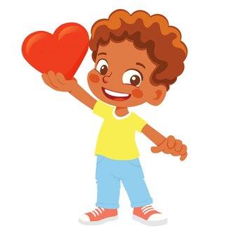 Афро-американский мальчик держит сердце. молодой улыбающийся персонаж держит красное сердце.