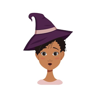 검은 곱슬머리, 놀란 감정, 열린 눈 얼굴, 둥근 입, 마녀 모자를 쓴 아프리카계 미국인 여성 아바타. 의상을 입은 할로윈 캐릭터