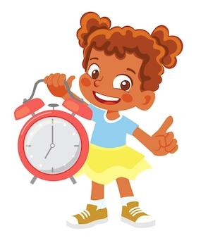 Афро-американская девушка держит будильник