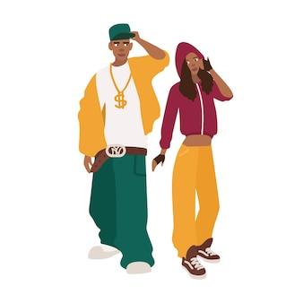 헐렁한 옷을 입은 아프리카계 미국인 남자와 여자. 페어 또는 래퍼. 젊은 랩이나 r'n'b 팬. 흰색 배경에 고립 된 귀여운 남성과 여성의 만화 캐릭터. 다채로운 벡터 일러스트 레이 션.