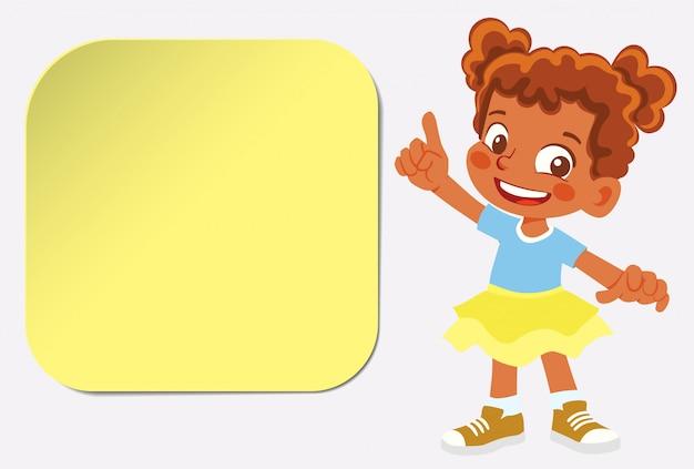 Афро-американец улыбающаяся девушка указывает пальцем. дети с наклейкой
