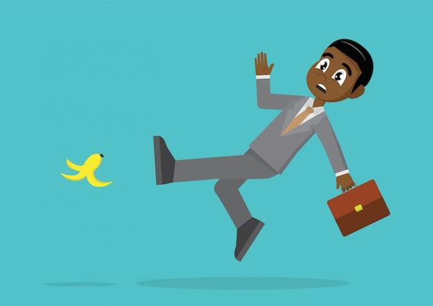 아프리카 사업가 미끄러운 바나나는 바닥에 껍질.