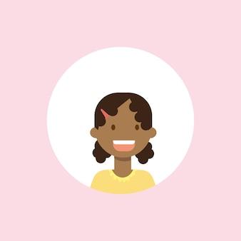 Африканские дети сталкиваются с девушкой портрет