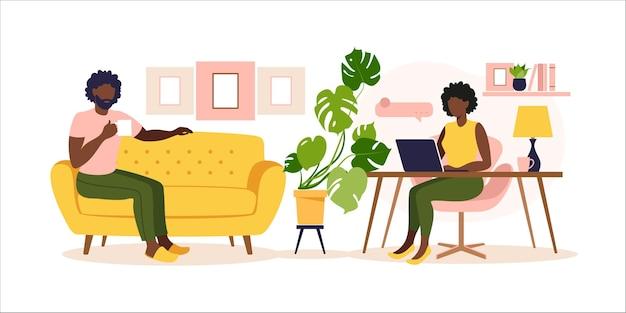 Африканская пара, работающая дома. онлайн-образование. плоский стиль иллюстрации.