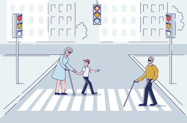 Пожилые люди, идущие по городу с помощью палки для поддержки, переходят улицу по пешеходному переходу