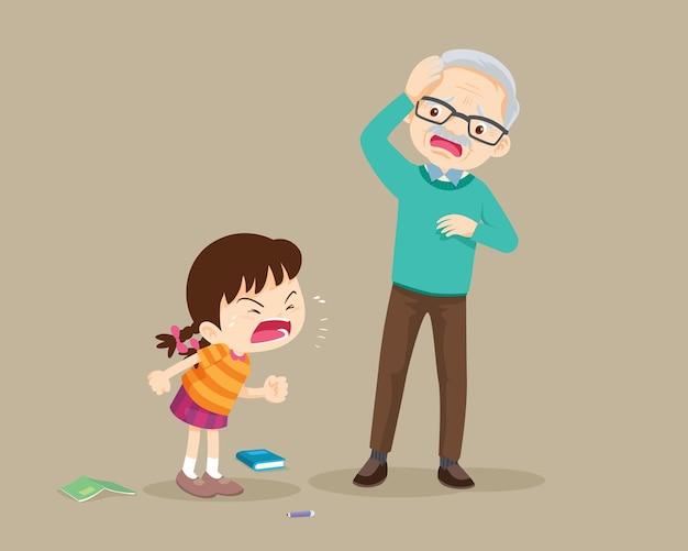 Агрессивный ребенок кричит на испуганного пожилого мужчину
