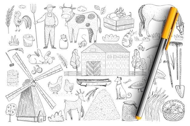 農業と農場の落書きセット。手描きの農家、動物、収穫、干し草の山、村の家、孤立した屋台の餌場のコレクション。
