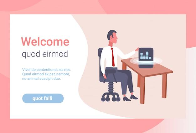 スマートaiブルートゥースワイヤレススピーカー音声アシスタント認識ビジネス男を使用してビジネスマンリスニング音楽座っているオフィス職場水平フラットコピースペース