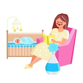 Устройство увлажнителя воздуха, работающее в векторе детской комнаты. женщина-мать, сидя в кресле и читая книгу для новорожденного, увлажнитель, оставаясь возле стула. персонажи плоский мультфильм иллюстрации