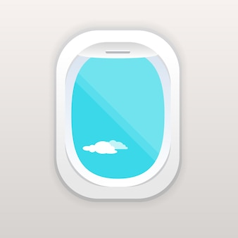 Окно самолета с пасмурным голубым небом снаружи.