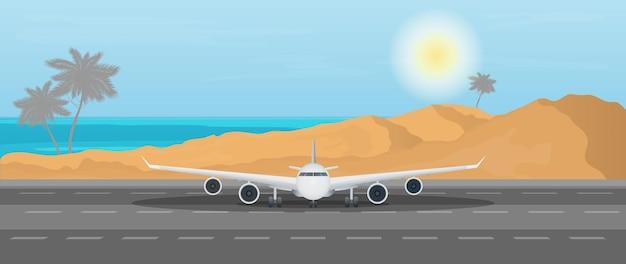 Самолет на взлетно-посадочной полосе на фоне океана.