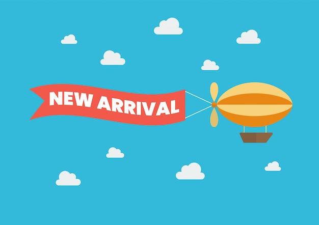Дирижабль тянет баннер со словом «новое прибытие». плоский дизайн. векторная иллюстрация