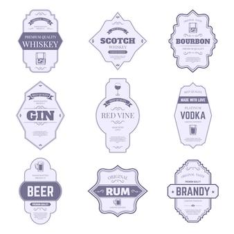 アルコールボトルのラベル。伝統的なアルコールステッカー、ビンテージバーボンとジンボトルのエンブレム、バードリンク包装タグシンボルセット。ワイン、ウイスキー、ビール、スコッチ、ブランデー、ウォッカバッジ