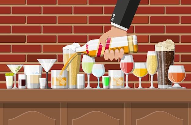 Коллекция алкогольных напитков в очках в баре иллюстрации