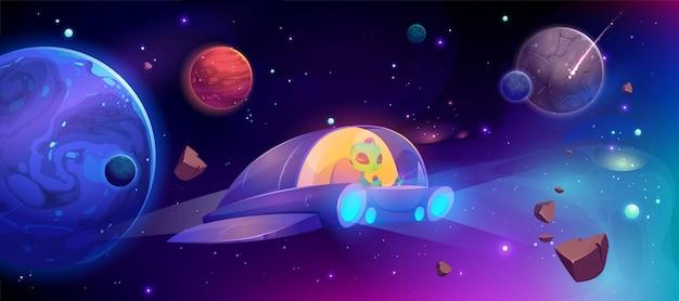 惑星間の宇宙を飛んでいるエイリアンの宇宙船