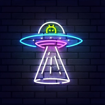 외계인 우주선 네온 사인