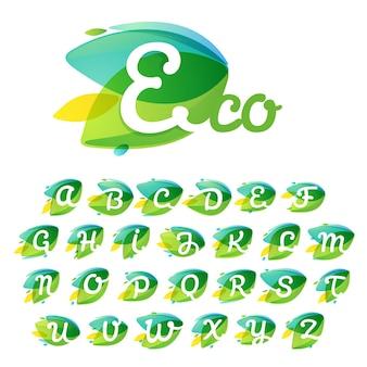 Алфавит в форме пересечения динамических листьев. векторные иконки идеально подходят для органических этикеток, вегетарианских плакатов, садовых принадлежностей и т. д.
