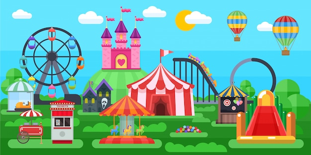 Панорама парка развлечений с цирковыми шатрами, экстремальными аттракционами, надувными горками на летнем природном ландшафте