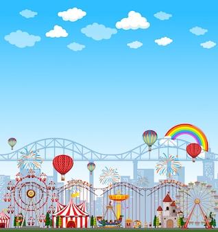 Сцена парка развлечений в дневное время с пустым ярко-синим небом