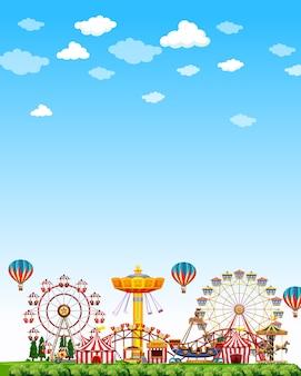 真っ青な空と昼間の遊園地のシーン