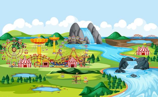 サーカスと多くの乗り物の風景シーンがある遊園地
