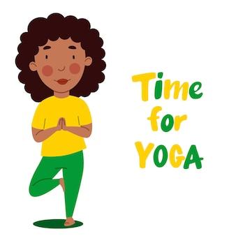 Афроамериканская девушка стоит, согнув ногу. ребенок занимается спортом. время для йоги. векторная иллюстрация в плоском стиле на белом фоне.