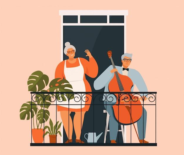 Пожилая пара садится на балкон.