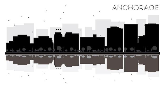 반사와 앵커리지 시티 스카이 라인 흑백 실루엣. 벡터 일러스트 레이 션. 관광 프레젠테이션, 배너, 현수막 또는 웹 사이트를 위한 단순한 평면 개념입니다. 랜드마크가 있는 도시 풍경