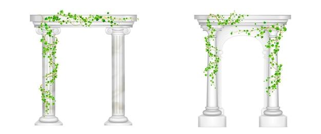 Древняя арка с мраморными колоннами и виноградными лозами из плюща