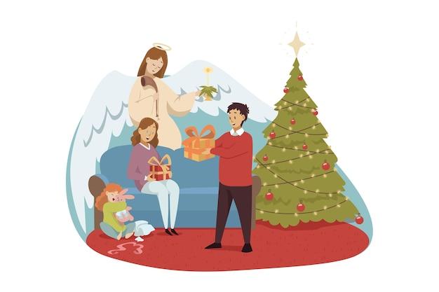 Ангел библейский религиозный персонаж наблюдает за молодой семьей, отец и дочь мать делятся подарками на рождество